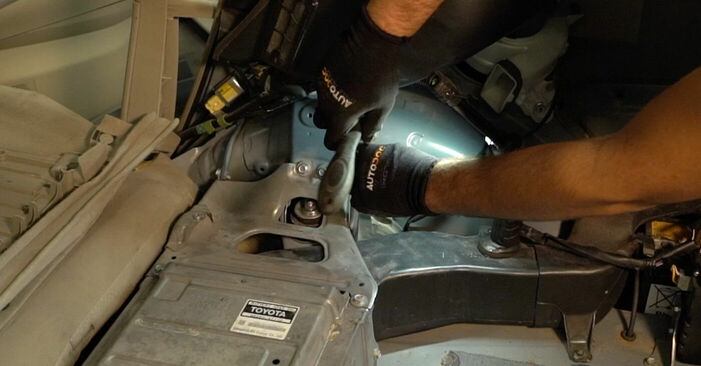 Hur byta Stötdämpare på Toyota Prius 2 2003 – gratis PDF- och videomanualer