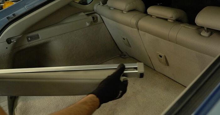 Så byter du TOYOTA PRIUS Hatchback (NHW20_) 1.5 (NHW2_) 2004 Stötdämpare – manualer och videoguider att följa steg för steg
