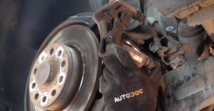 Tausch Tutorial Bremsscheiben am VW TOURAN (1T1, 1T2) 2007 wechselt - Tipps und Tricks