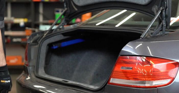 Wie Heckklappendämpfer BMW E92 335i 3.0 2004 tauschen - Kostenlose PDF- und Videoanleitungen