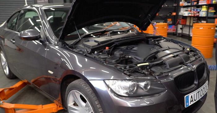 Wie Zündkerzen BMW E92 335i 3.0 2005 tauschen - Kostenlose PDF- und Videoanleitungen
