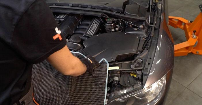 Wie Zündkerzen BMW 3 Coupe (E92) 320d 2.0 2006 austauschen - Schrittweise Handbücher und Videoanleitungen