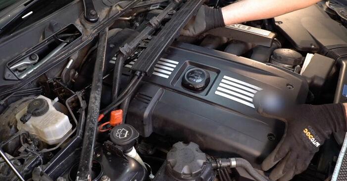 BMW 3 SERIES 335i 3.0 Zündkerzen ausbauen: Anweisungen und Video-Tutorials online
