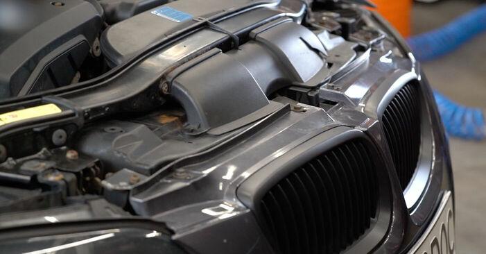 Wie BMW 3 SERIES 325i 2.5 2009 Zündkerzen ausbauen - Einfach zu verstehende Anleitungen online