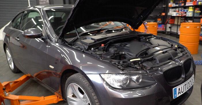 Wie Bremsbeläge BMW E92 335i 3.0 2004 tauschen - Kostenlose PDF- und Videoanleitungen