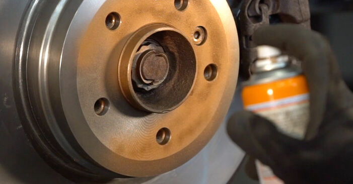 BMW 3 SERIES 335i 3.0 Bremsbeläge ausbauen: Anweisungen und Video-Tutorials online