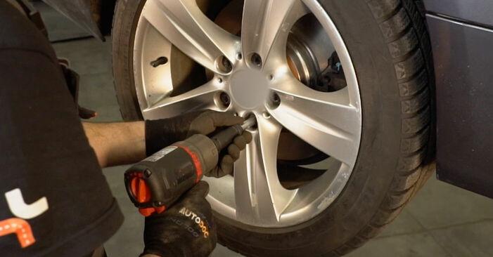 Tausch Tutorial Bremsbeläge am BMW 3 Coupe (E92) 2008 wechselt - Tipps und Tricks