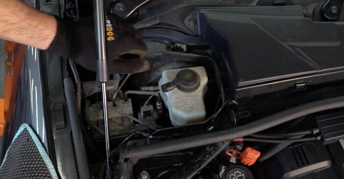 Bremsbeläge BMW E92 335d 3.0 2006 wechseln: Kostenlose Reparaturhandbücher
