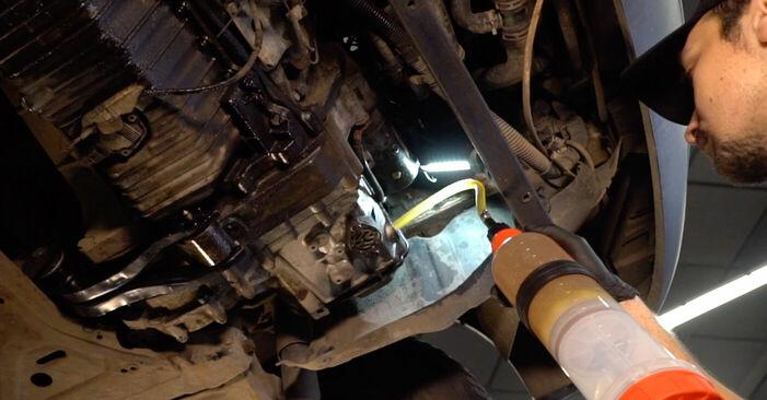 Austauschen Anleitung Getriebeöl und Verteilergetriebeöl am VW TRANSPORTER IV Bus (70XB, 70XC, 7DB, 7DW) 2000 2.5 TDI selbst