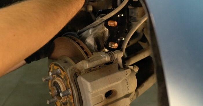 Så byter du TOYOTA PRIUS Hatchback (NHW20_) 1.5 (NHW2_) 2004 Fjädrar – manualer och videoguider att följa steg för steg