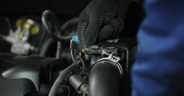 Substituindo Filtro de Ar em Toyota Yaris p1 2002 1.0 (SCP10_) por si mesmo