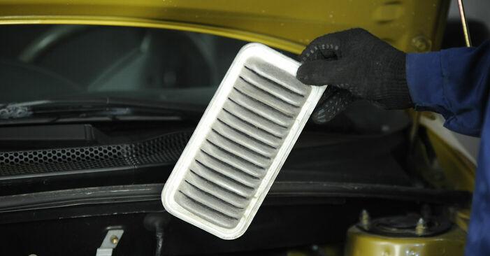 Quão difícil é efetuar a substituição de Filtro de Ar no Toyota Yaris p1 1.4 D-4D (NLP10_) 2005 por si mesmo - descarregue o guia ilustrado