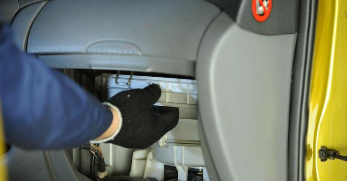Innenraumfilter Toyota Yaris p1 1.3 (SCP12_) 2001 wechseln: Kostenlose Reparaturhandbücher