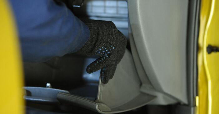 Wie schwer ist es, selbst zu reparieren: Innenraumfilter Toyota Yaris p1 1.4 D-4D (NLP10_) 2005 Tausch - Downloaden Sie sich illustrierte Anleitungen