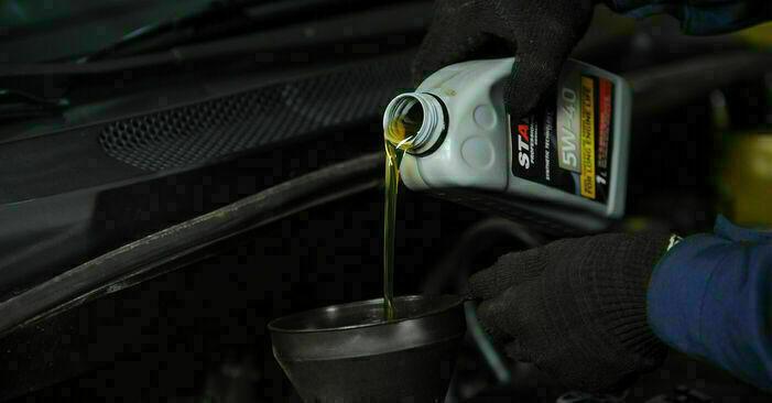 Tausch Tutorial Ölfilter am TOYOTA YARIS (SCP1_, NLP1_, NCP1_) 2004 wechselt - Tipps und Tricks