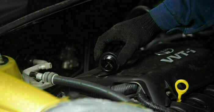 Zweckdienliche Tipps zum Austausch von Ölfilter beim TOYOTA YARIS (SCP1_, NLP1_, NCP1_) 1.3 (SCP12_) 1999