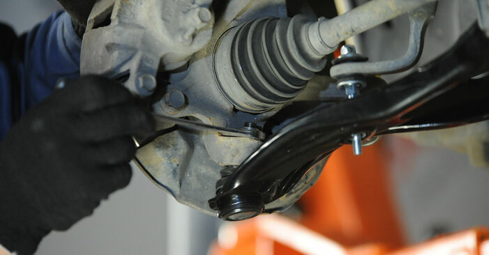 Changing Control Arm on TOYOTA YARIS (SCP1_, NLP1_, NCP1_) 1.3 (NCP10_, SCP12_) 2002 by yourself