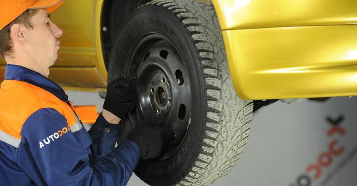 Substituição de Toyota Yaris p1 1.4 D-4D (NLP10_) 2001 Rolamento da Roda: manuais gratuitos de oficina