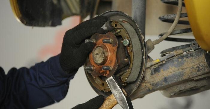 Wie schwer ist es, selbst zu reparieren: Radlager Toyota Yaris p1 1.4 D-4D (NLP10_) 2005 Tausch - Downloaden Sie sich illustrierte Anleitungen