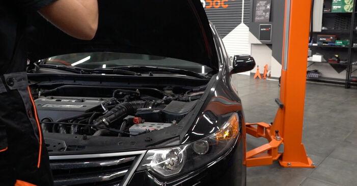 Πώς να αλλάξετε Τακάκια Φρένων σε Honda Accord VIII CU 2008 - δωρεάν εγχειρίδια PDF και βίντεο οδηγιών