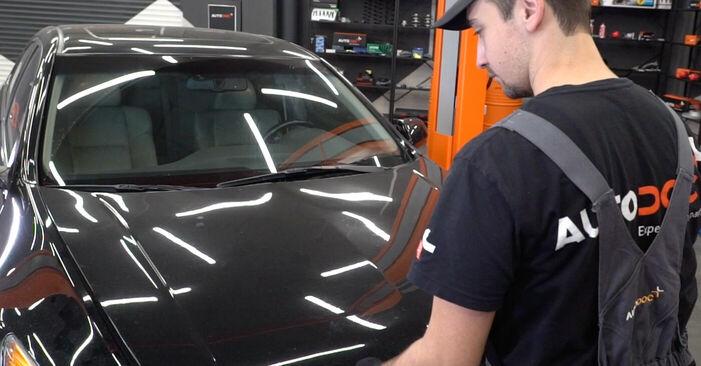 Bremsbeläge beim HONDA ACCORD 2.4 i (CU2) 2015 selber erneuern - DIY-Manual