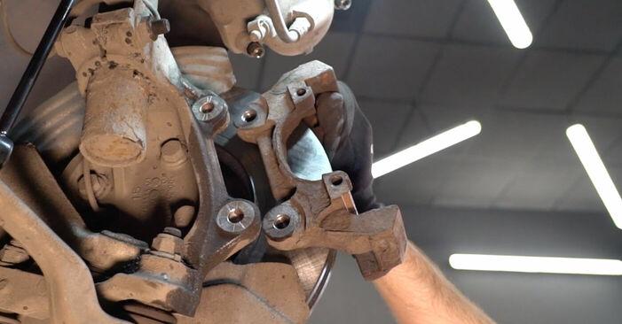 Wie schwer ist es, selbst zu reparieren: Bremsscheiben BMW E90 325d 3.0 2006 Tausch - Downloaden Sie sich illustrierte Anleitungen