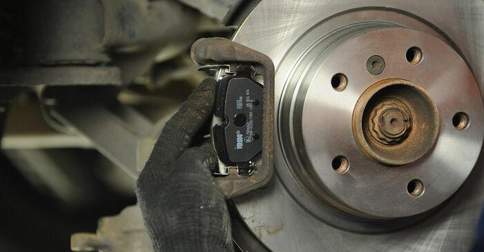 BMW 3 SERIES 318d 2.0 Bremsscheiben ausbauen: Anweisungen und Video-Tutorials online