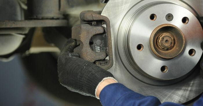 Tausch Tutorial Bremsscheiben am BMW 3 Limousine (E90) 2006 wechselt - Tipps und Tricks