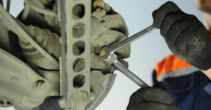 Cómo reemplazar Pastillas De Freno en un BMW 3 Berlina (E90) 2011: descargue manuales en PDF e instrucciones en video