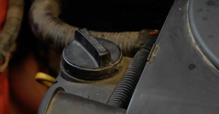 PEUGEOT 107 2012 Ölfilter Schritt-für-Schritt-Tutorial zum Teilewechsel