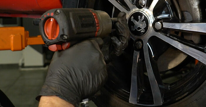 Bremsbeläge am PEUGEOT 107 Schrägheck (PM_, PN_) 1.4 HDi 2010 wechseln – Laden Sie sich PDF-Handbücher und Videoanleitungen herunter
