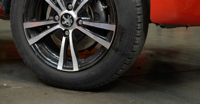 Bremsbeläge beim PEUGEOT 107 1.4 HDi 2012 selber erneuern - DIY-Manual