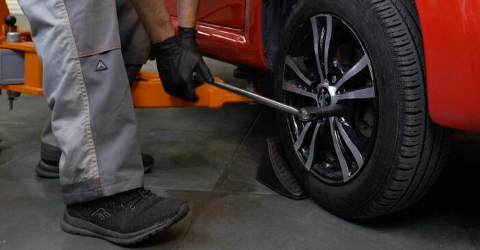 Bremsbeläge PEUGEOT 107 1.0 2007 wechseln: Kostenlose Reparaturhandbücher