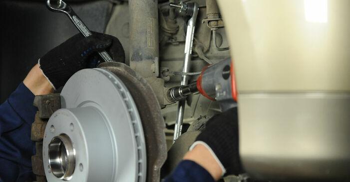 Önálló BMW E90 2002 320d 2.0 Toronycsapágy csere