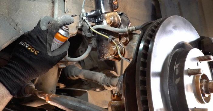 BMW 3 SERIES 325i 2.5 2004 Toronycsapágy eltávolítás - online könnyen követhető utasítások