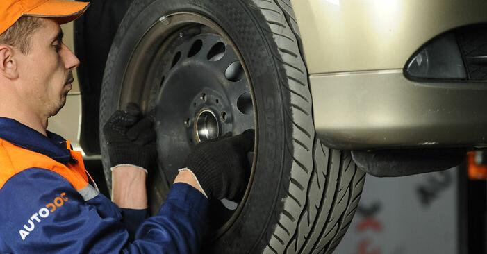 Jak wymienić Wahacz w BMW 3 Sedan (E90) 2011: pobierz instrukcje PDF i instrukcje wideo
