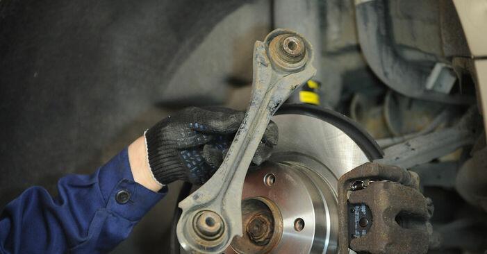 Querlenker beim BMW 3 SERIES 320d 2.0 2007 selber erneuern - DIY-Manual