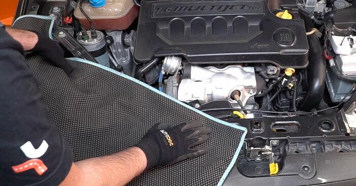 Kā nomainīt FIAT BRAVO II (198) 1.9 D Multijet 2007 Degvielas filtrs - pakāpeniskās rokasgrāmatas un video ceļveži