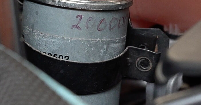 Kā noņemt FIAT BRAVA 1.4 LPG 2010 Degvielas filtrs - viegli izpildāmas tiešsaistes instrukcijas