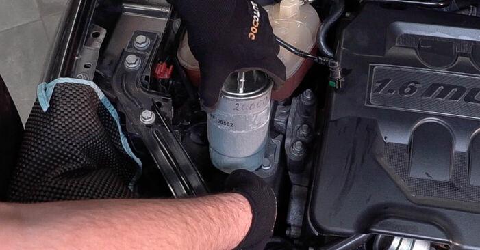 Kā nomainīt Degvielas filtrs FIAT BRAVO II (198) 2011 - lejupielādējiet PDF rokasgrāmatas un video instrukcijas