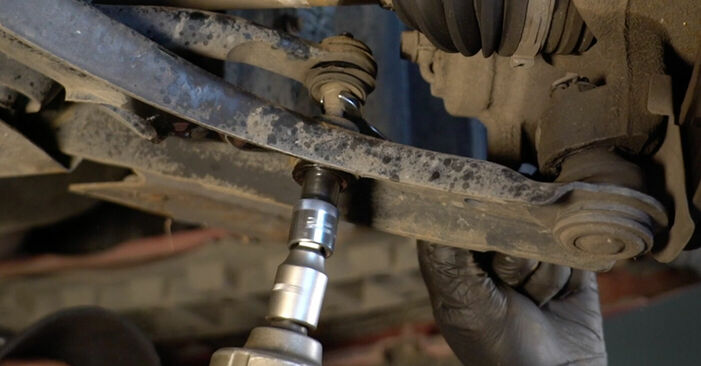 Wie schwer ist es, selbst zu reparieren: Querlenker PEUGEOT 107 1.0 2011 Tausch - Downloaden Sie sich illustrierte Anleitungen