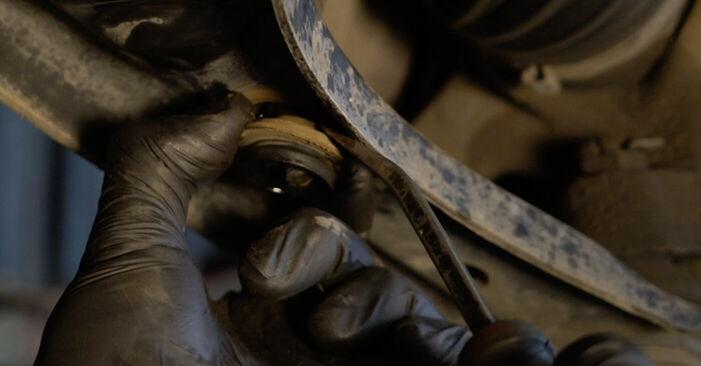 Querlenker beim PEUGEOT 107 1.4 HDi 2012 selber erneuern - DIY-Manual