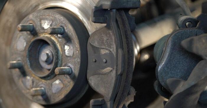 Austauschen Anleitung Bremsscheiben am Volvo v50 mw 2003 2.0 D selbst