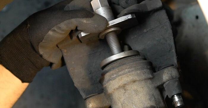 Wie schwer ist es, selbst zu reparieren: Bremsscheiben Volvo v50 mw 2.4 D5 2009 Tausch - Downloaden Sie sich illustrierte Anleitungen