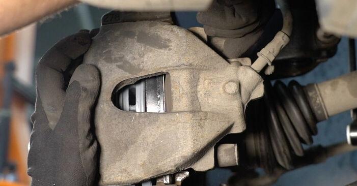 Wechseln Bremsbeläge am VOLVO V50 (MW) 2.4 2006 selber