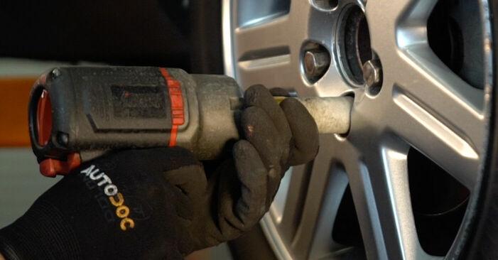 Bremsbeläge beim VOLVO V50 2.5 T5 2010 selber erneuern - DIY-Manual