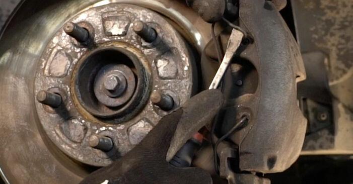 Bremsbeläge Ihres Volvo v50 mw 2.0 D 2011 selbst Wechsel - Gratis Tutorial