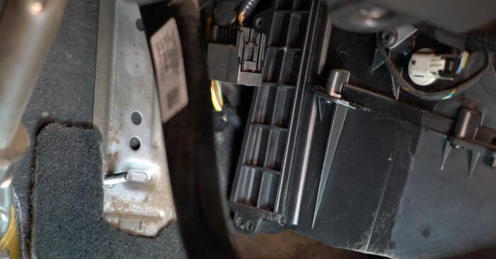 Volvo v50 mw 1.6 D 2005 Raitisilmasuodatin vaihto: ilmaiset korjaamokäsikirjat