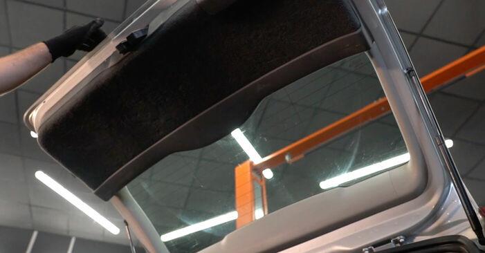 Byt Gasfjäder Baklucka på Volvo v50 mw 2003 2.0 D på egen hand