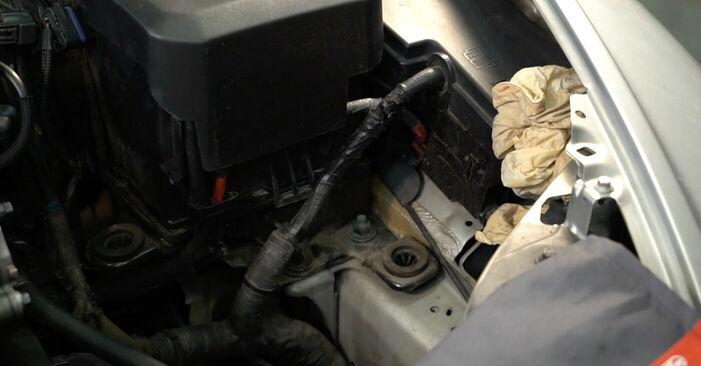 Austauschen Anleitung Ölfilter am Volvo v50 mw 2003 2.0 D selbst